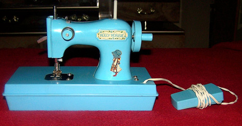 holly-hobbie-sewing-machine