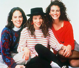 Julia Roberts with fellow Mystic Pizza cast Annabeth Gish & Lili Taylor