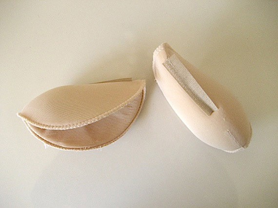 80s shoulder pads attached with velcro