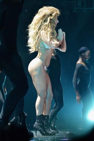 Lady Gaga at 2013 VMA's rockin some big hair
