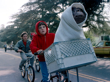 Elliot races to get E.T. home