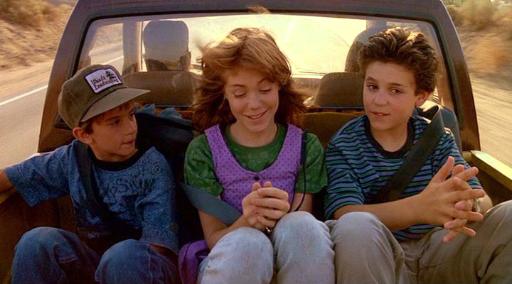 Jimmy Woods (Luke Edwards), Haley Brooks (Jenny Lewis) and Corey Woods (Fred Savage) on their way to California