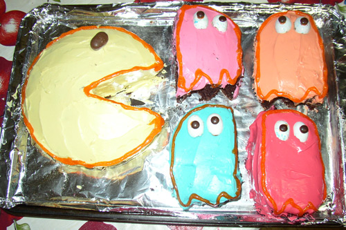 80s party planning story pac man cake like totally 80s for 80s cake decoration ideas