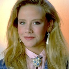 'Can't Buy Me Love's' Amanda Peterson Dies at 43