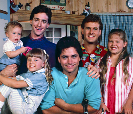 John Stamos with the cast of Full House - Yay, Uncle Jessie!