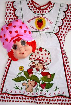Strawberry Shortcake 80s Halloween costume with mask