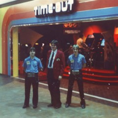 'Growing Up In Arcades' — Flickr Account Dedicated To 80s Teens And Vintage Games