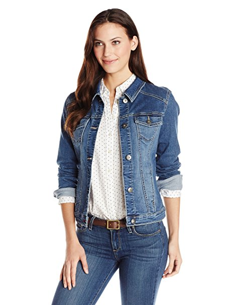 A denim jacket has been an essential part of my wardrobe for as long as I can remember, and I have already written several odes to the denim jacket over the years. I can't imagine trying to dress for spring and fall without it, so I thought I'd write a post on how to wear a denim jacket for you guys today.